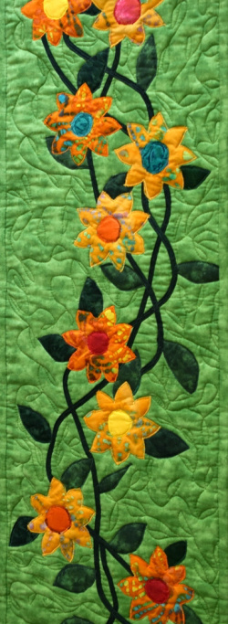 Vine with flowers insulated trivet