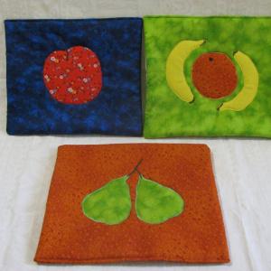 Fruit applique trivet