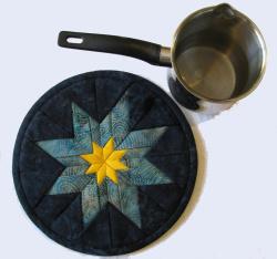 Blue star trivet